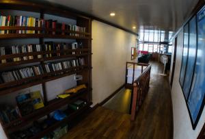 Main Deck entrance - Manta Cruise Liveaboard - Twenty Six Atolls