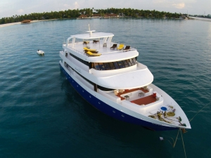 Manta Cruise Liveaboard front view from Drone